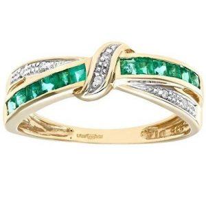 Anillo especial con esmeraldas y diamantes