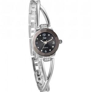 Reloj moderno de mujer elegante